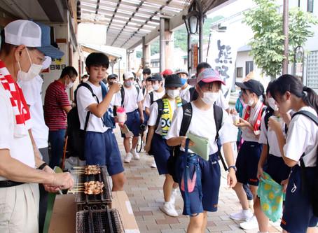 鬼ヶ城や輝く海に感激  岐阜県の日新中学 修学旅行で熊野市散策