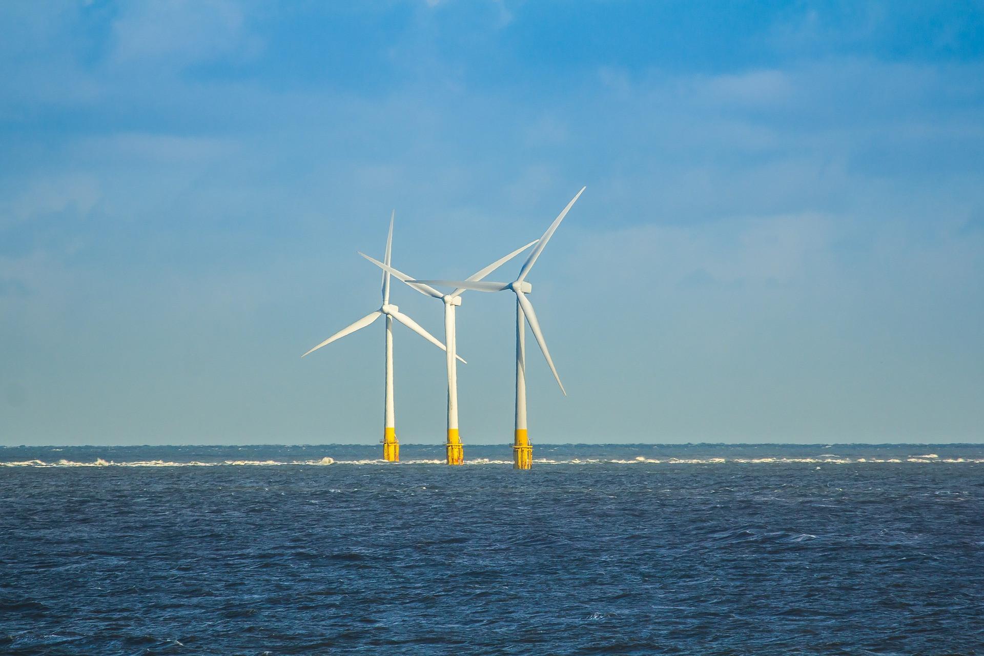 wind-turbines-1391742_1920.jpg