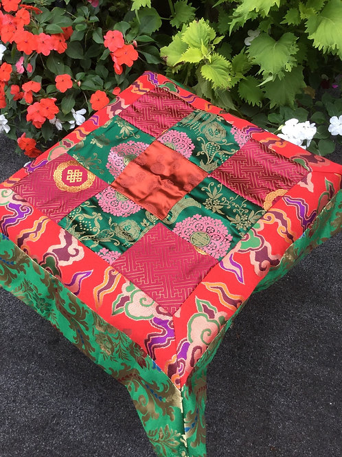 Nappe d`autel rouge, vert et or,  carré 65 cm x 65 cm