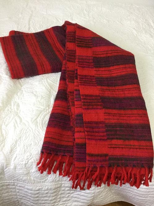 Shawl in simili yak wool in red stripes