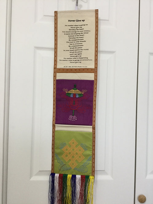 Banner with 2 pockets and message of H.H.Dalaï-Lama on Never Give Up