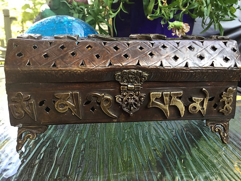 Incense burner in metal with golden compassion Mantra