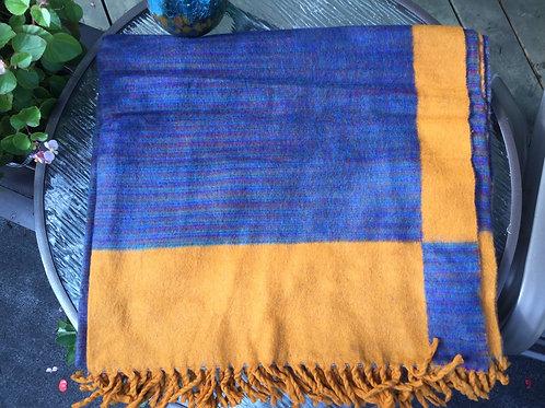 Couverture bleue et dorée simili laine de yak