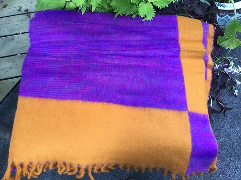 Couverture simili-laine de yak jaune-orange et violet