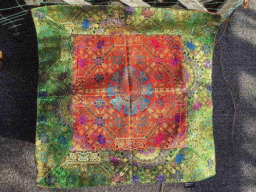 Nappe d'autel carrée de satin vert et rouge