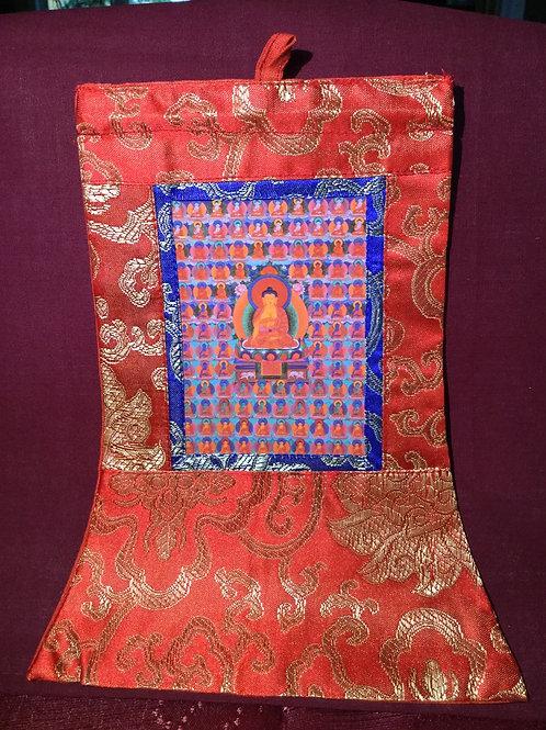 Mini thangka de satin rouge du Bouddha Shakiamouni