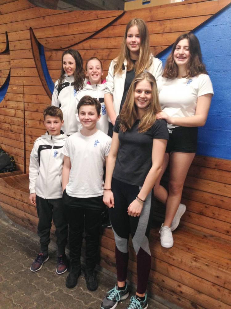 Unsere Aufnahme zeigt (hinten): Rahel Inauen, Leonie Dörig, die erfolgreiche Alexa Kid, Noelle Thür sowie (vorne) Nevio Enzler, Aleck Hübner, Sarah Stäger. Auf dem Bild fehlt Jonas Pracht.