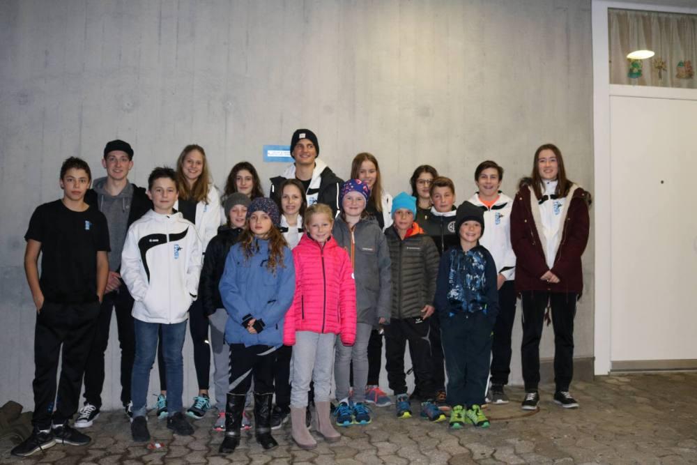 Die Teilnehmer am Chlausschwimmen St. Gallen.