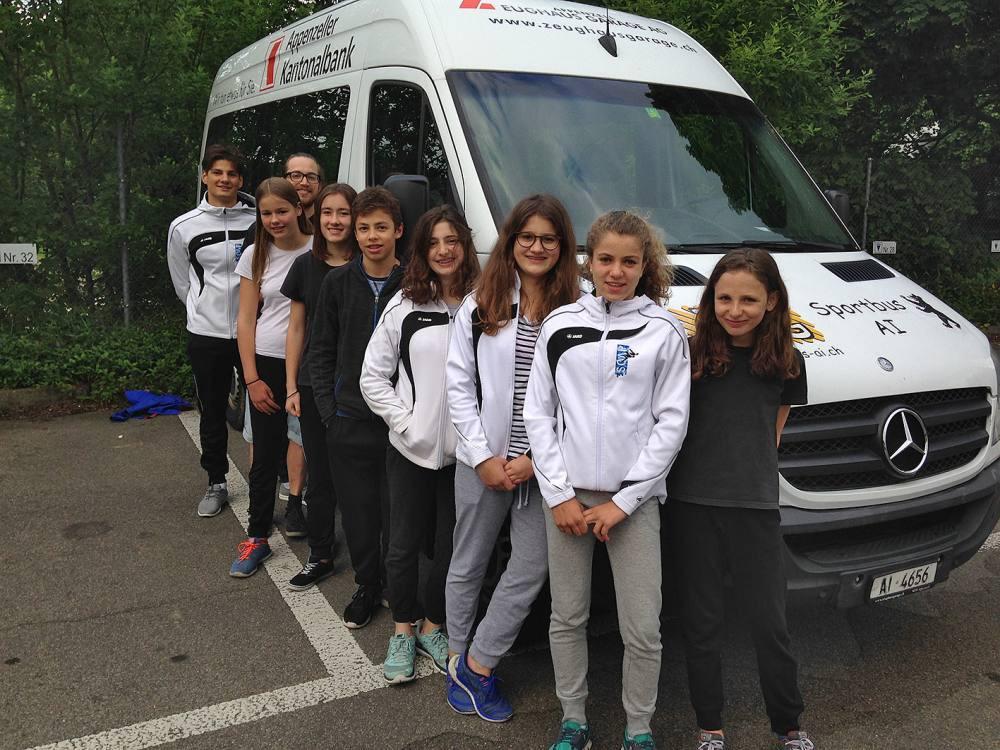 Die Wettkampfteilnehmer vom Samstag mit Mannschaftsführer Silvan Meienberger.