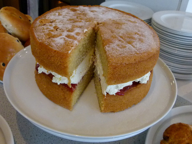 Legendary signature Victoria Sandwich