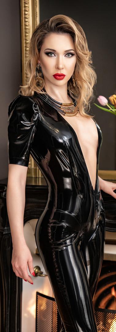 Mistress in latex 1