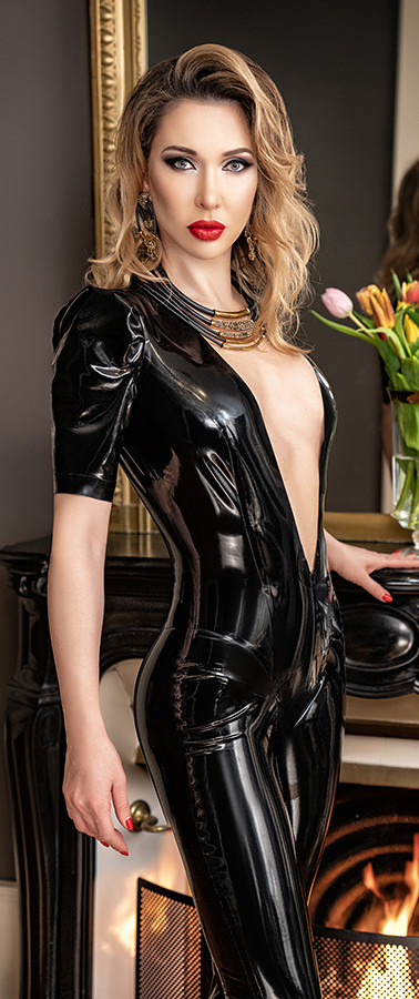 Mistress in Latex catsuit