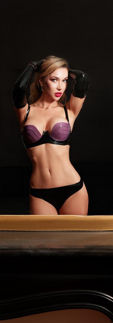 Mistress in latex 3