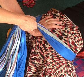 rebozo massage zwangerschap pijnverlichting comfort traditonele vroedvrouwen bevalling