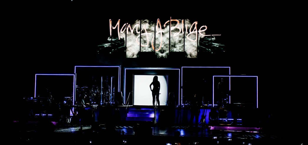 """Mary J Blige """"Strength of a Woman"""" Tour Visuals"""