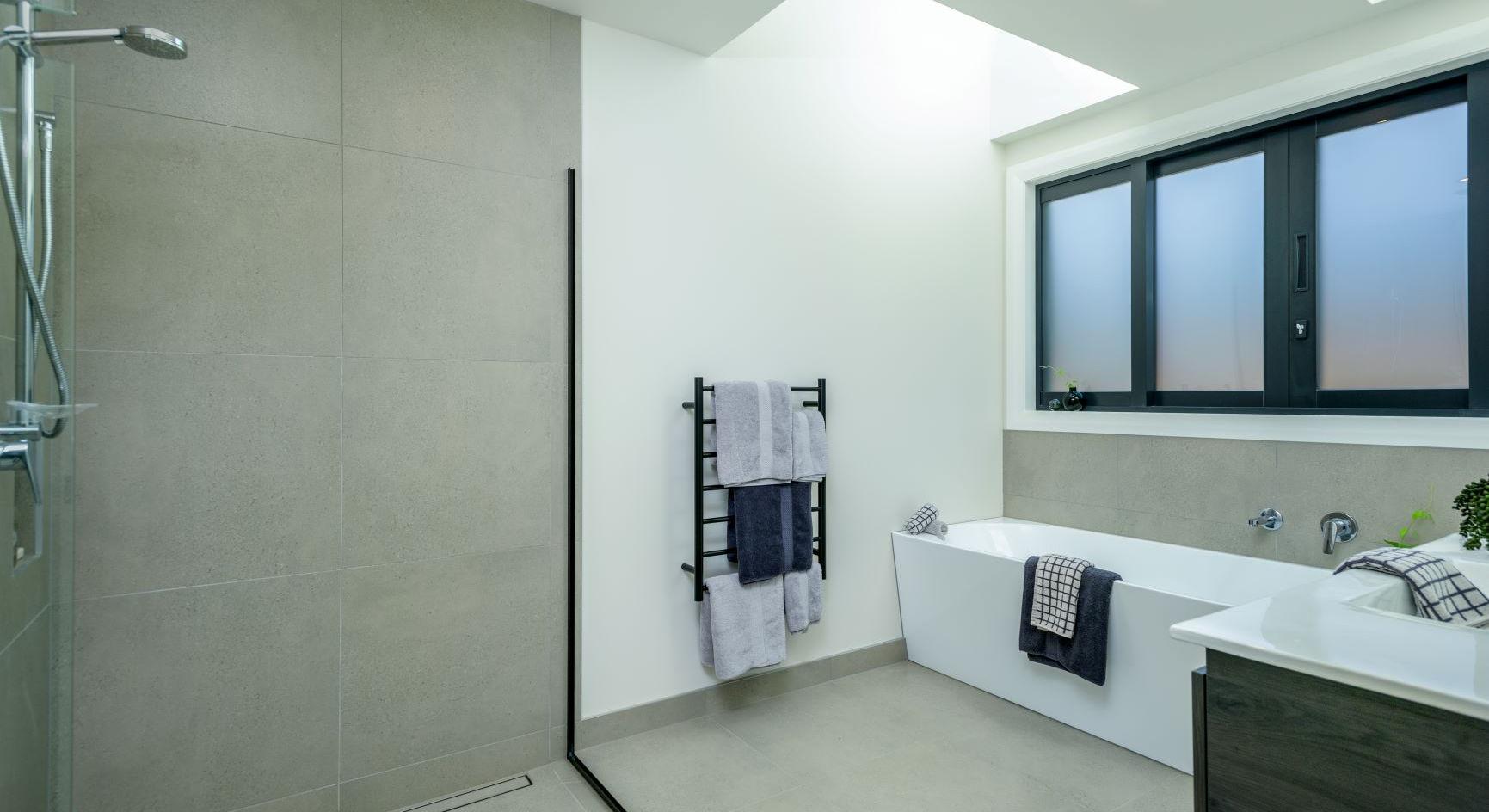 RNP Homes - main bathroom