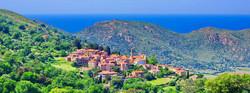 Village Corse avec vue sur mer