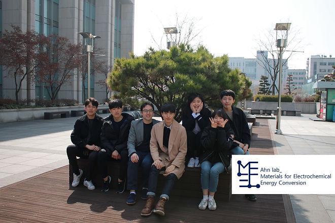 재생에너지 연구실 단체사진_로고첨부.JPG
