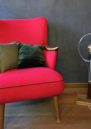 Roter Sessel mit Grünen Doppelkeder