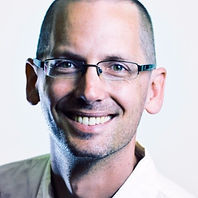 Round photo of Baruch ter Wal smiling, wearing glasses and a collared shirt