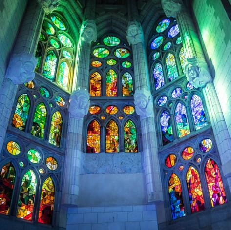 sagrada-familia-cathedral-1147932.jpg