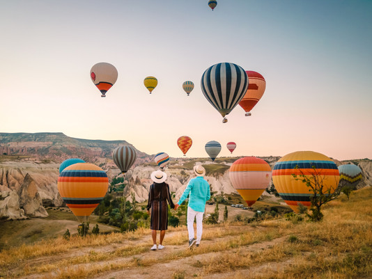 8 STUNNING LANDSCAPES TO SEE FROM A HOT AIR BALLOON
