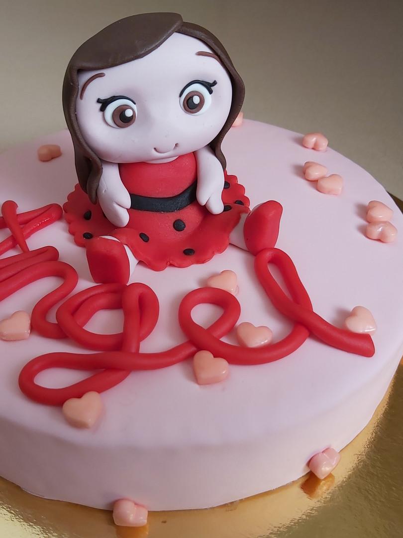 עוגת דמות ילדה