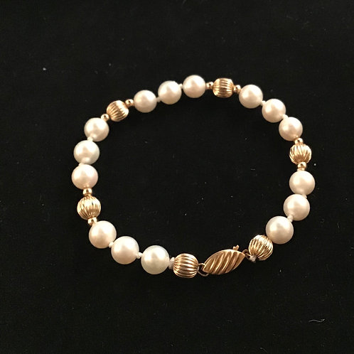 Classic Gold and Pearl Bracelet