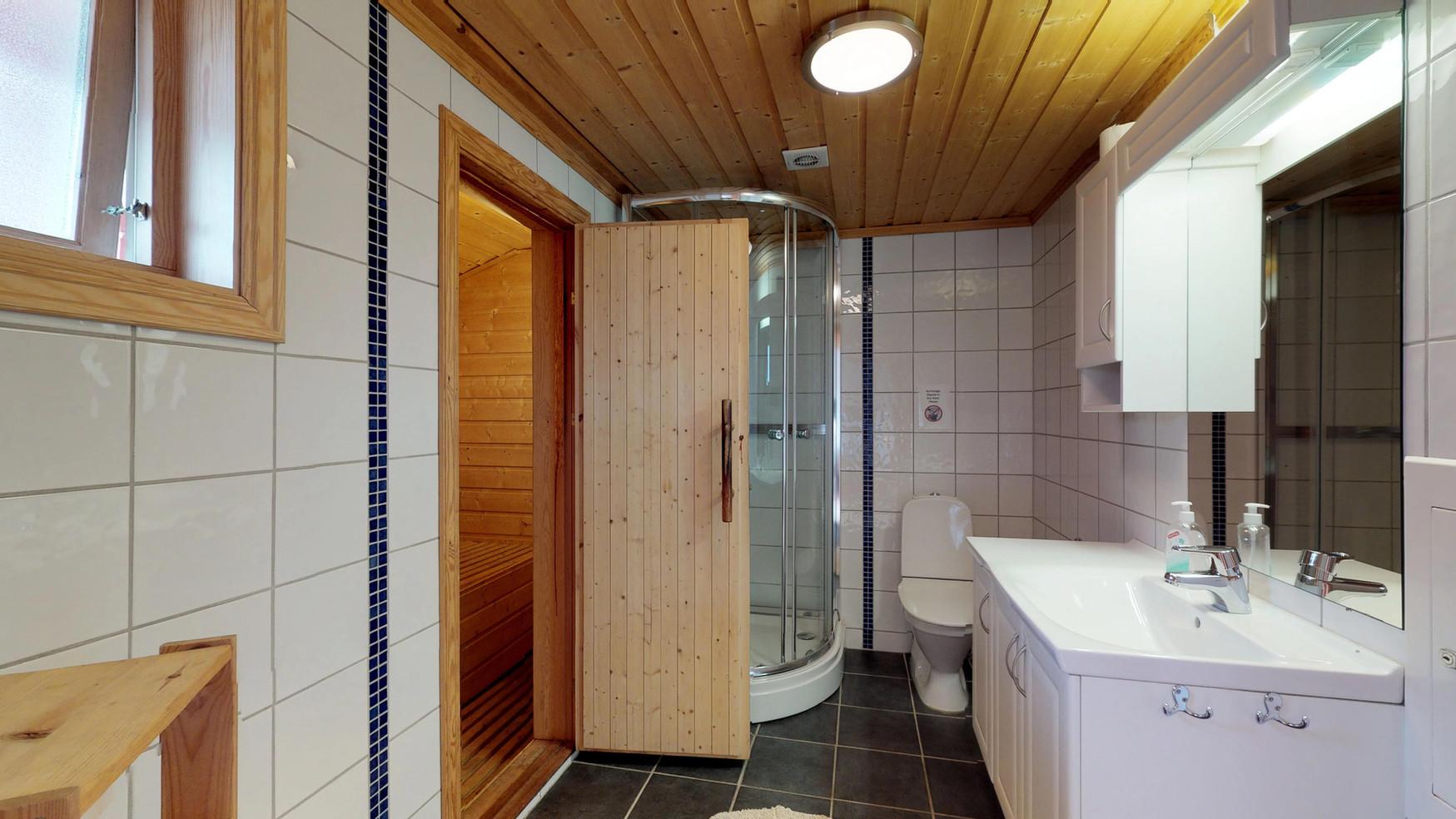 Velká kabina se saunou