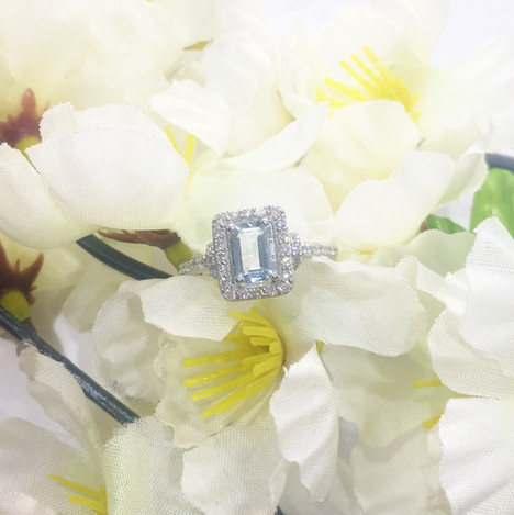 9ct White Gold with Diamonds and Topaz