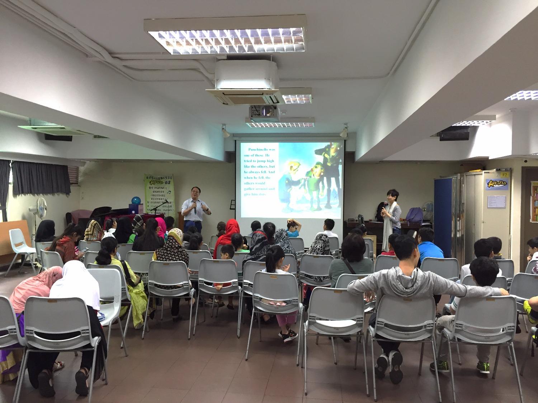 """周健輝教師與南亞裔兒童分享信息--""""獨特的你"""""""