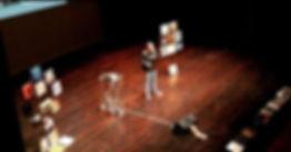 Sul palco con alcuni vinili per costruir