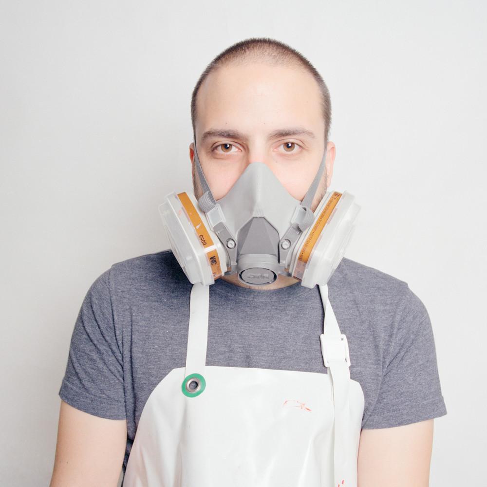 Homme avec Masque.jpg
