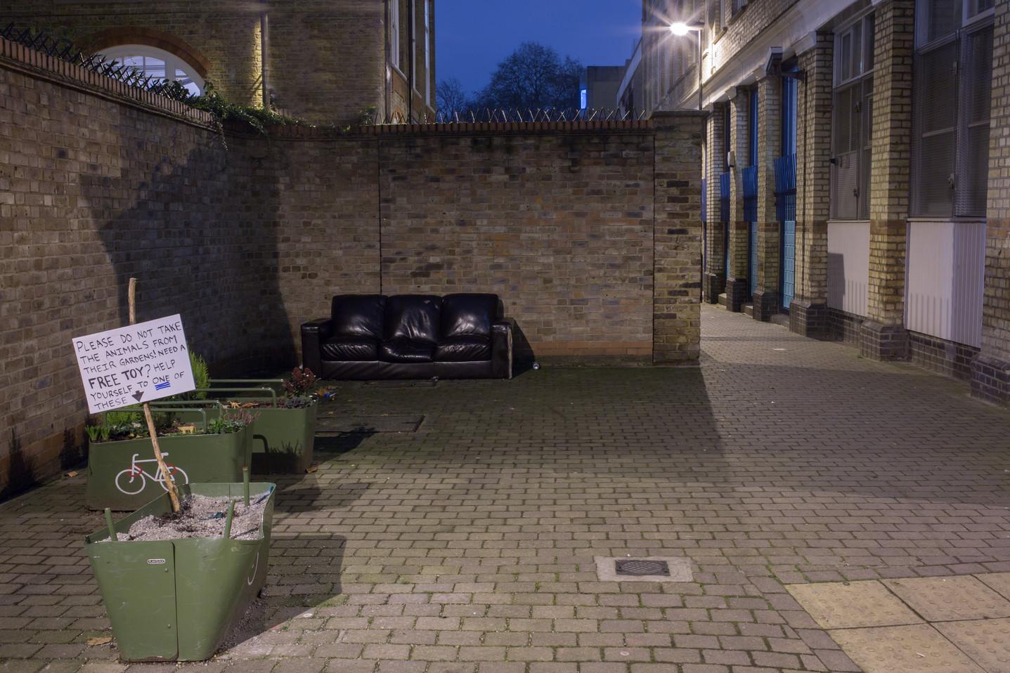 divan dans la rue.jpg