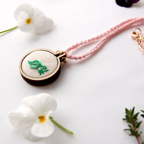Leaf ip 잎 embroidery Necklace