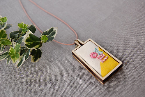 One il 일 embroidery Necklace