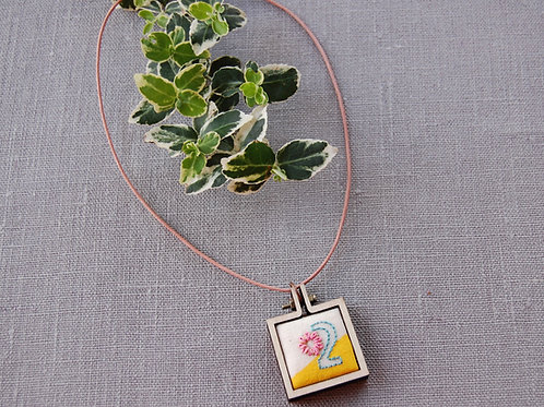 Two yi 이 embroidery Necklace