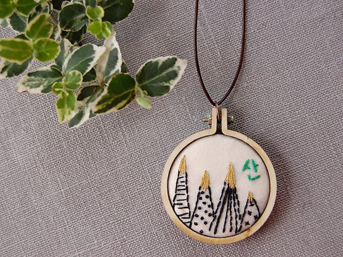 Mountain San 산 round embroidery Necklace