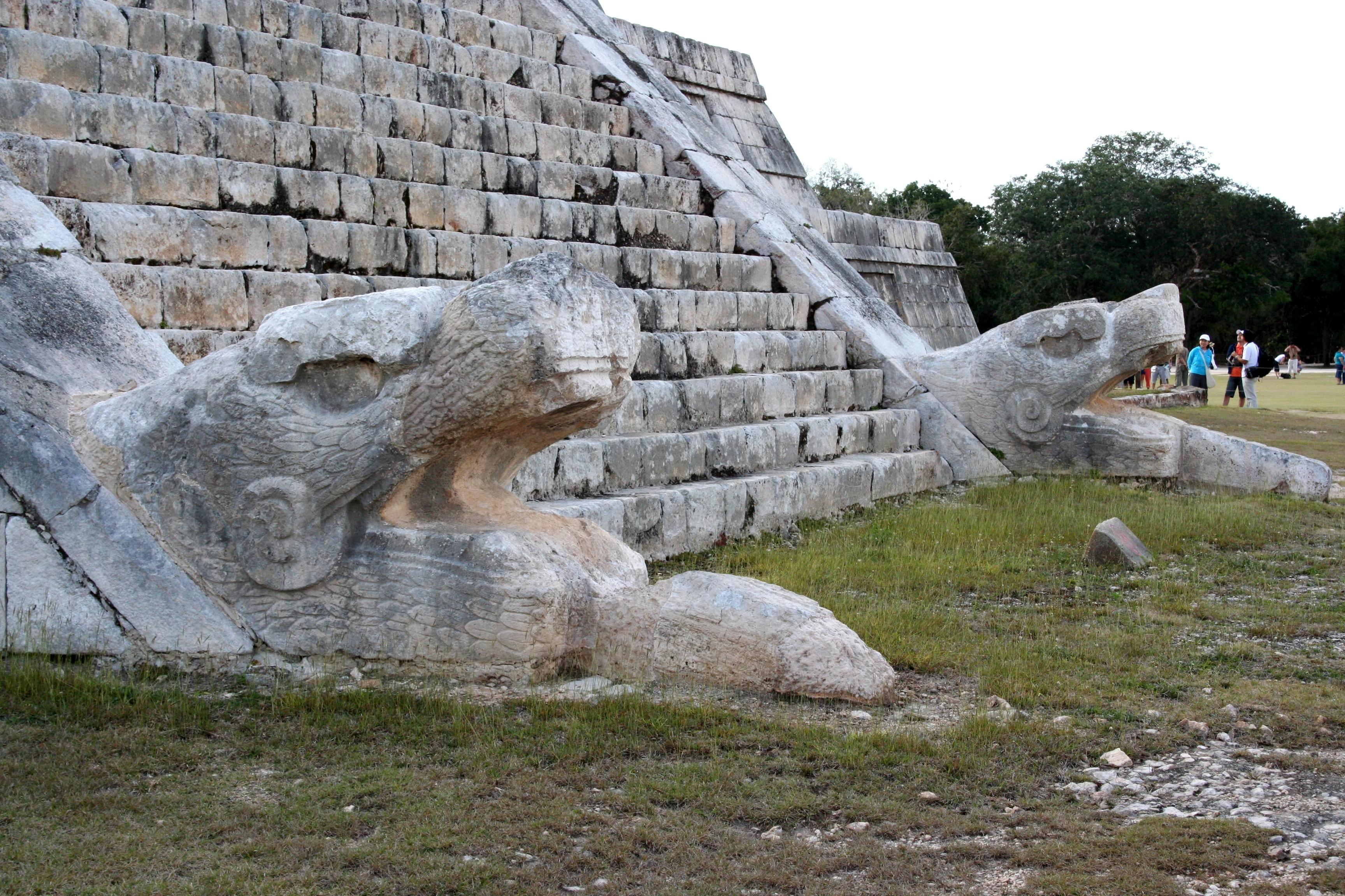 El Castillo Serpents