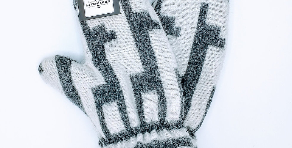 Alpaca Print Fleece Lined Mittens - Medium