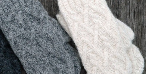 Lattice Cable Mittens - Light Grey