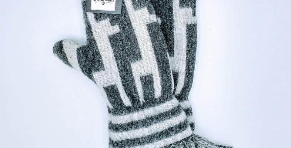 Alpaca Print Fleece Lined Mittens - Medium Alpaca Motif with Fringe