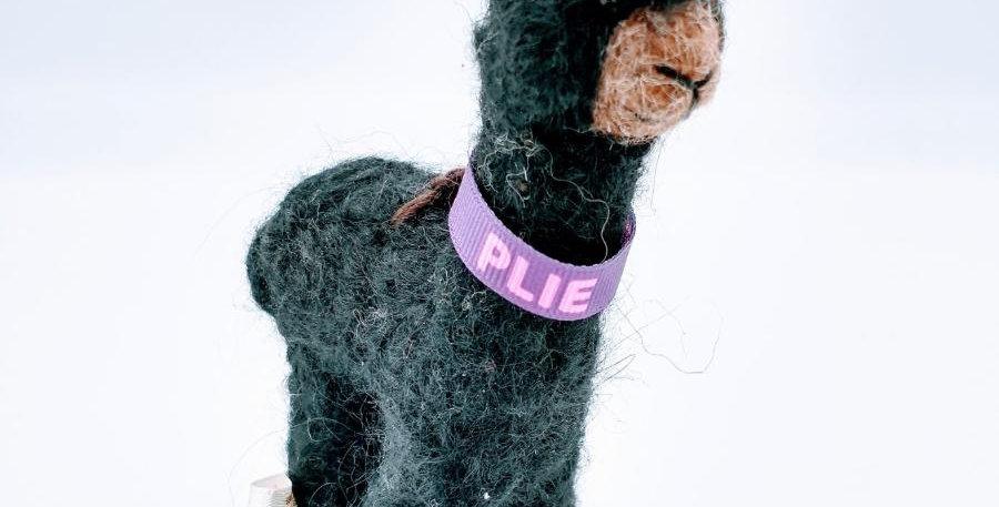 5.5″ Alpaca Fiber Sculpture - with Plie collar