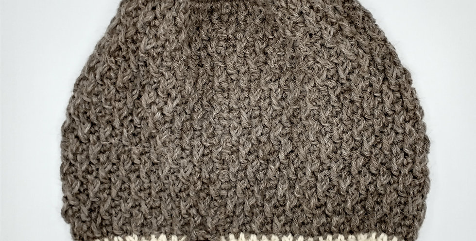 Handmade chrocheted hat with white brim - rose grey