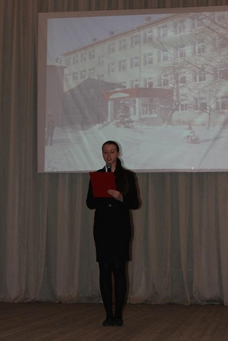 Полина Хафизова читает стихотворения на английском языке