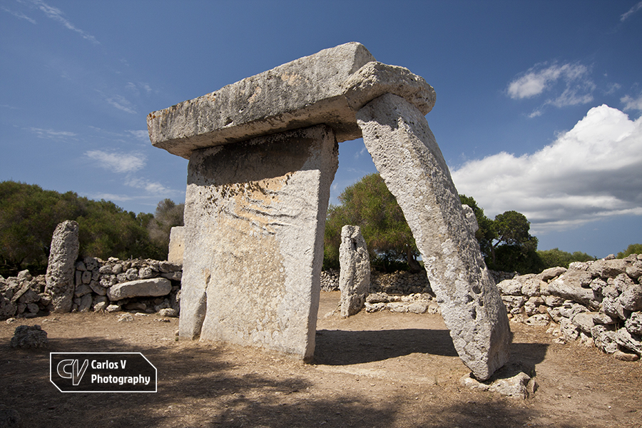 The charismatic village of Talatí de Dalt offers a great variety of structures, including a Taula known for the exempt column that is leaning on it.  © Carlos Vermeersch