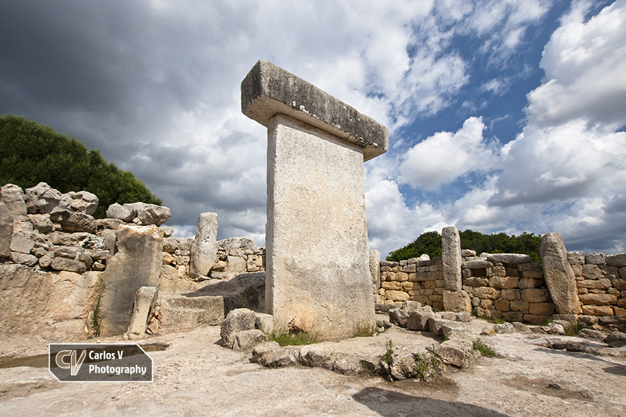 The most beautifully preserved taula of Menorca is undoubtedly the one at Torralba d'en Salord.  © Carlos Vermeersch