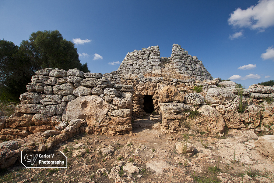 The village of Cornia Nou possesses an impressive talaiot that has a precinct attached to its base.  © Carlos Vermeersch