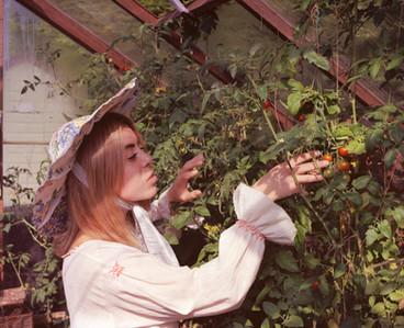 Rea Wearing Rosie Evans Hmaebuckingham-2