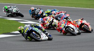 Moto GP Silverstone - Valentino Rossi leading pack